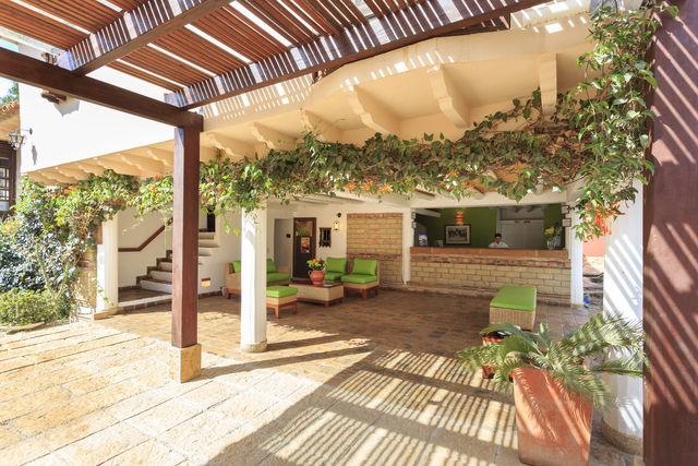 Rondreis Colombia Ricaurte Villa de Leyva Getsemani de lobby met receptie