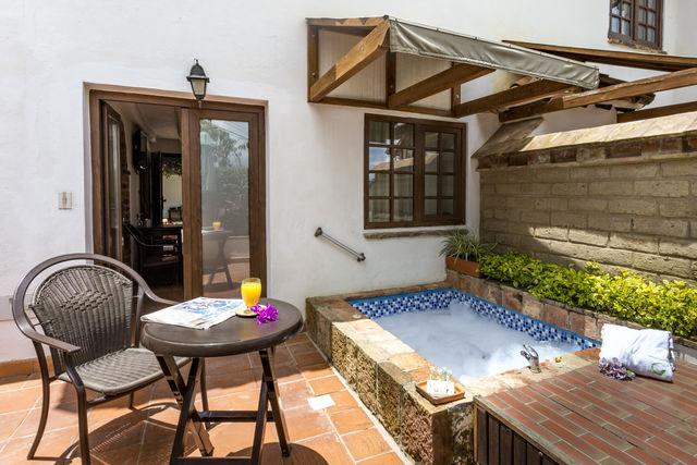 Rondreis Colombia Ricaurte Villa de Leyva Getsemani kamer met buitenbad