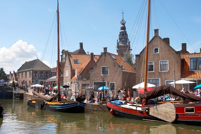 Palingroken in de Oude Haven Monnickendam Noord-Holland Nederland
