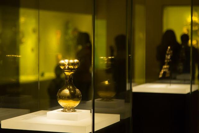 Rondreis Colombia Bogota Goudmuseum vitrinekast met object