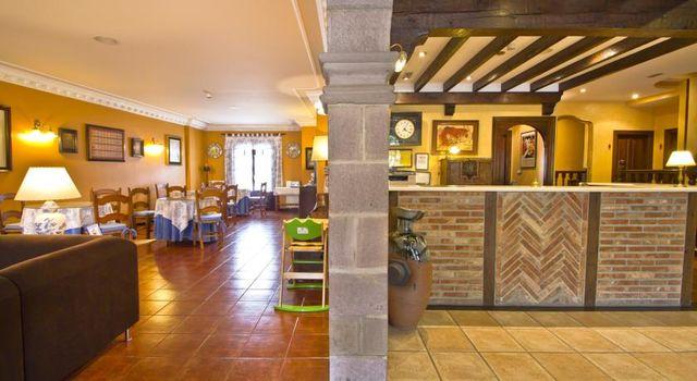 Apartamentos Capriccio Santillana del Mar receptie restaurant