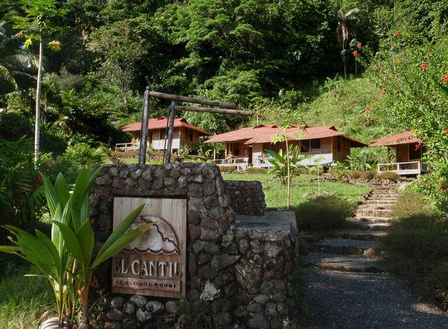 Rondreis Colombia Choco Nuqui El Cantil Ecolodge entree hotel