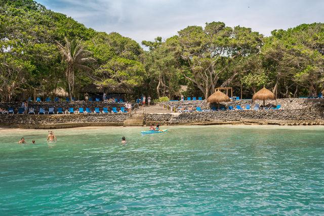 Rondreis Colombia Bolivar Islas Rosario San Pedro de Majagua met het Playa Sol op de voorgrond