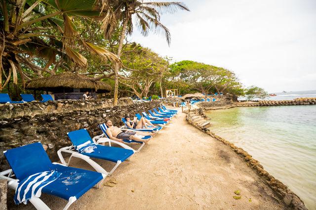 Rondreis Colombia Bolivar Islas Rosario San Pedro de Majagua relaxen aan het strandje
