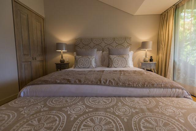 Rondreis Colombia Antioquia Medellin Patio del Mundo Elke slaapkamer heeft zijn eigen stijl