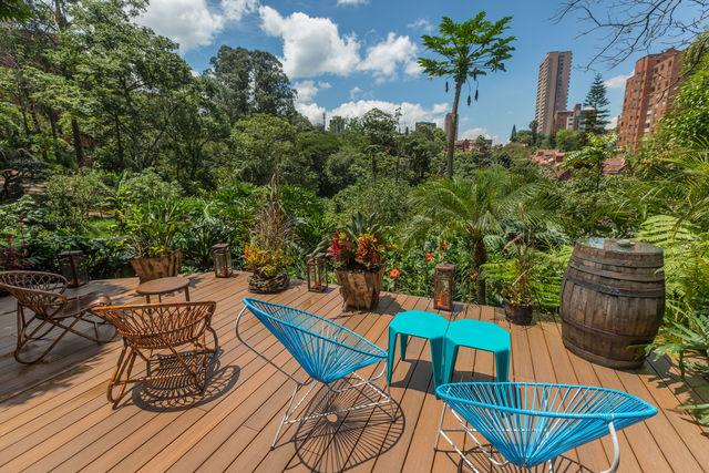Rondreis Colombia Antioquia Medellin Patio del Mundo gelegen in een groene omgeving