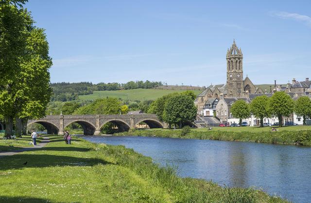Peebles rivier kerk Schotland