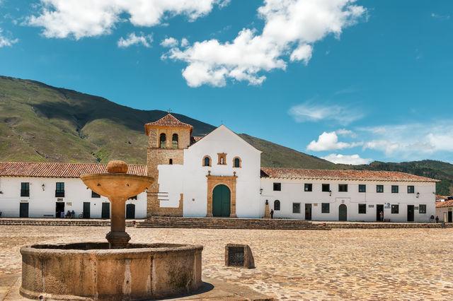 Rondreis Colombia Ricaurte Villa de Leyva met het centrale plein en de kerk