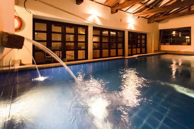 Rondreis Colombia Ricaurte Villa de Leyva Getsemani het zwembad met fontein