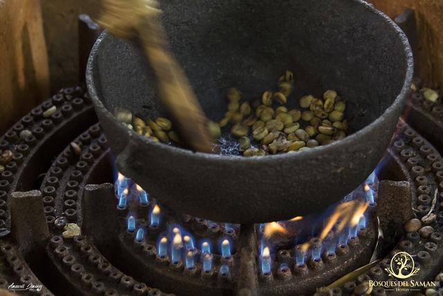 Rondreis Colombia Risaralda Filandia Bosques del Saman koffie branden