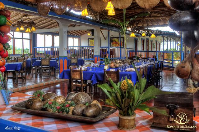 Rondreis Colombia Risaralda Filandia Bosques del Saman Alcala overzicht over het restaurant