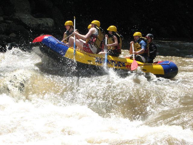 Rondreis Colombia Santander San Gil outdoor raften op de Suarez rivier