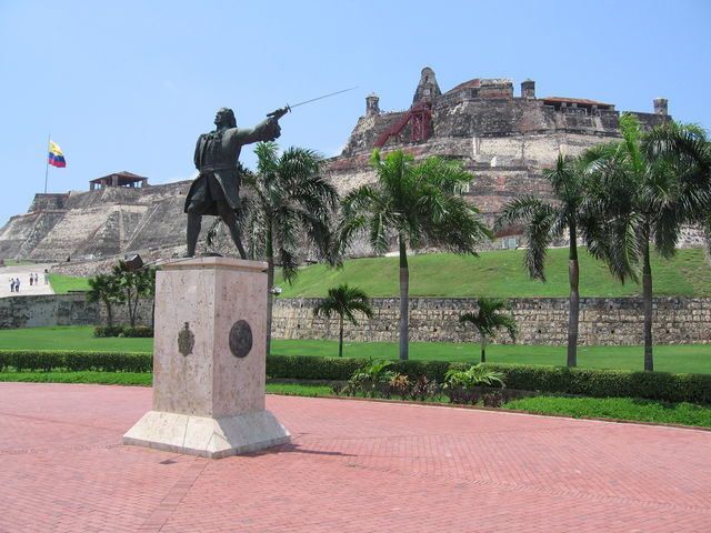 Rondreis Colombia Cartagena standbeeld commandant Blaz de Lezo die de Engelsen versloeg bij de slag om Cartagena