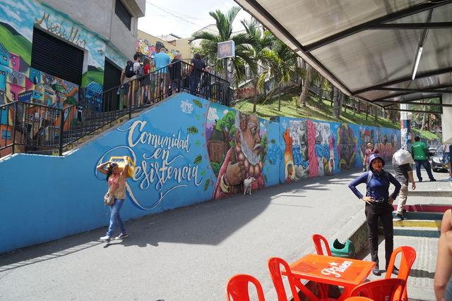 Rondreis Colombia Medellin tijdens rondleiding Comuna 13