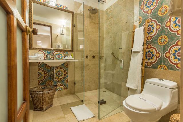 Rondreis Colombia hotel Bantu Cartagena voorbeeld badkamer