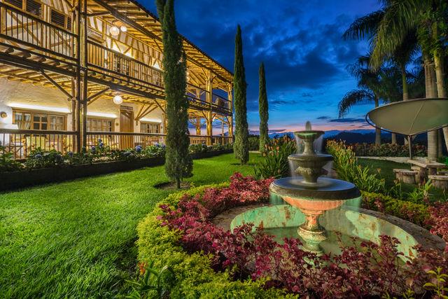 Rondreis Colombia Risaralda Pereira Casa San Carlos Lodge met de mooie tuin