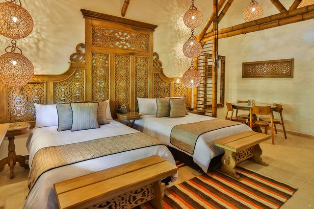 Rondreis Colombia Risaralda Pereira Casa San Carlos Lodge slaapkamer met gescheiden bedden