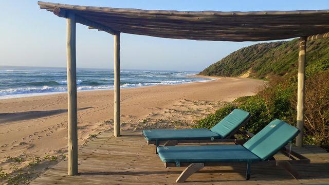 Rondreis zuid-afrika Thonga Beach strandstoelen