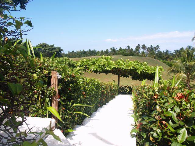 Rondreis Colombia Magdalena Palomino Beach Aite Eco hotel, de trap richting het zwembad en de zee