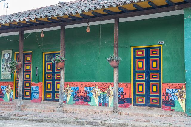 Rondreis Colombia Ricaurte Villa de Leyva een typische veelkleurige gevel