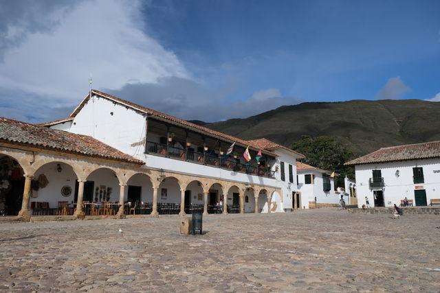Rondreis Colombia Ricaurte Villa de Leyva centrale plein met kroegjes