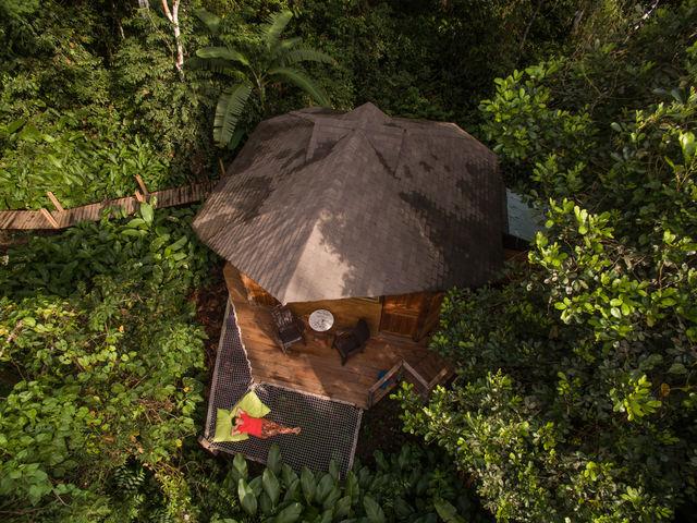 Rondreis Colombia Meta La Macarena Manigua Lodge luchtfoto van cabin