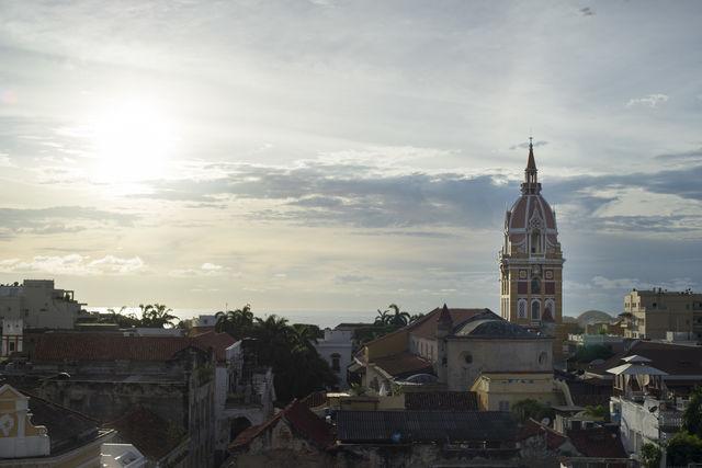 Rondreis Colombia Cartagena schemering met uitzicht over de oude stad