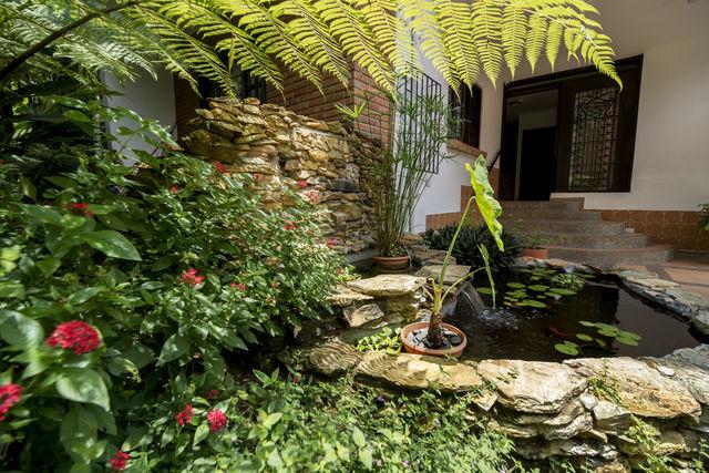 Rondreis Colombia Antioquia Medellin La Campana boutique detail van de tuin
