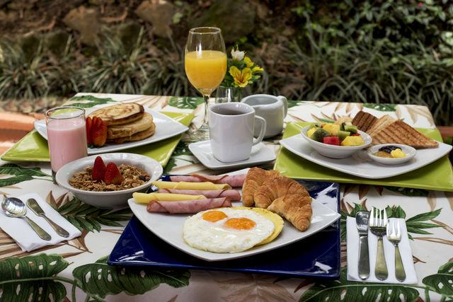 Rondreis Colombia Antioquia Medellin La Campana boutique ontbijt