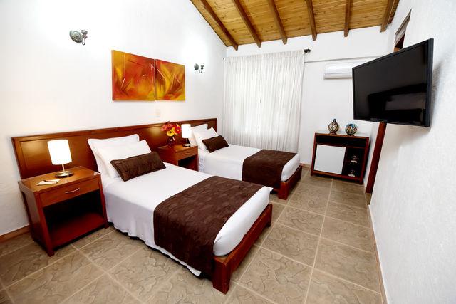 Rondreis Colombia Antioquia Medellin La Campana boutique slaapkamer met losse bedden