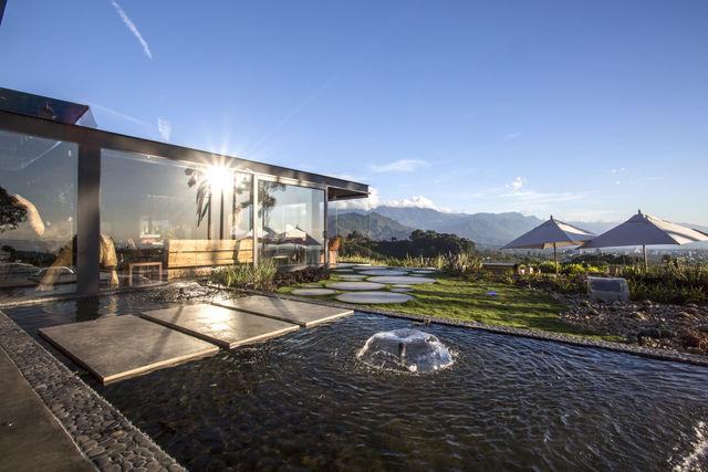 Rondreis Colombia Quindio/Armenia/Bio Habitat centrale lobby met overzicht over omgeving