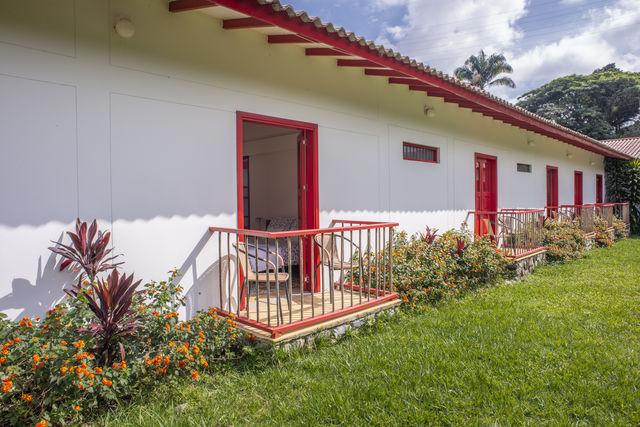 Rondreis Colombia Quindio Manizales Hacienda Venecia sommige kamers hebben een balkonnetje