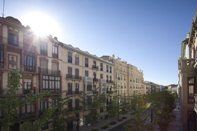 Suites Gran Vía 44 Granada straat