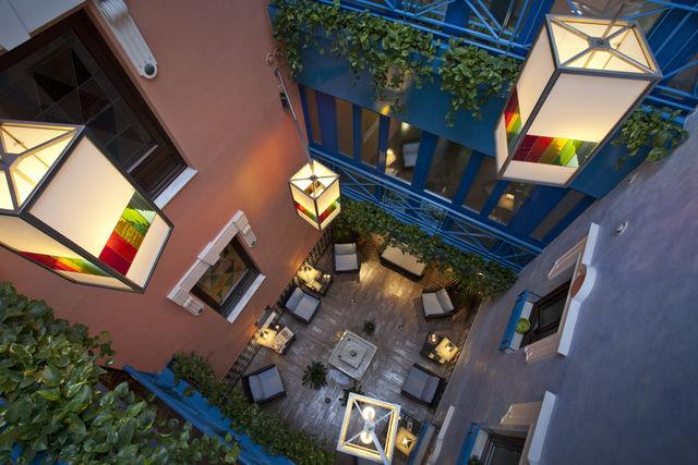 Suites Gran Vía 44 Granada binnenplein