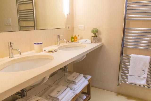 Suites Gran Vía 44 Granada badkamer