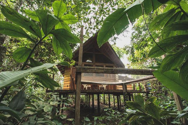 Rondreis Colombia Meta La Macarena Manigua Lodge een cabin bij daglicht