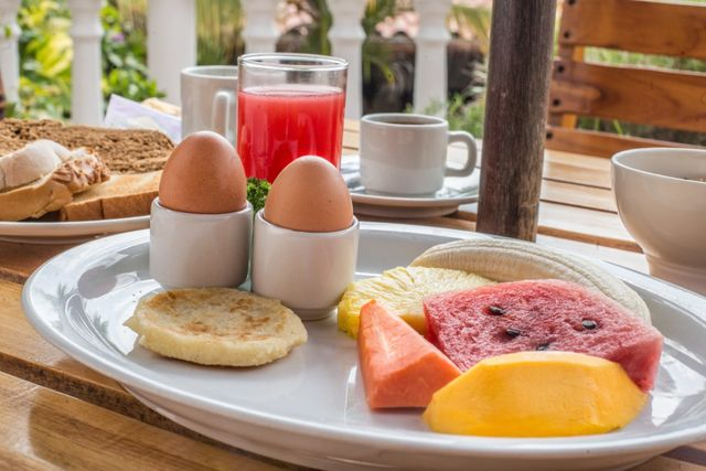 Rondreis Colombia Bolivar Cartagena 3 Banderas het ontbijt