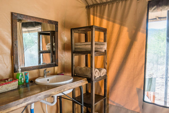 Rondreis Tanzania Serengeti badkamer