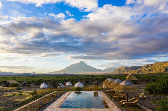 Rondreis Tanzania Lake Natron zwembad met uitzicht