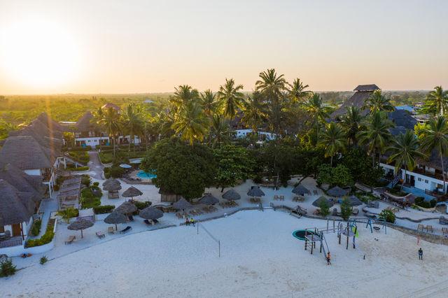 Rondreis Tanzania Reef and Beach Resort Zanzibar strand