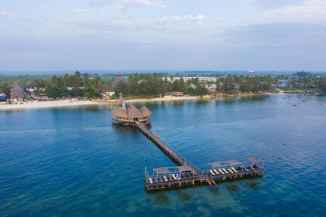 Rondreis Tanzania Reef and Beach Resort Zanzibar pier 2