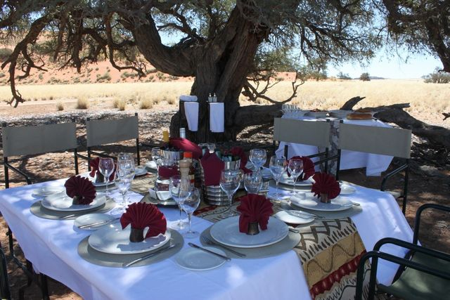Rondreis Namibie Hoodia Desert Lunch boma