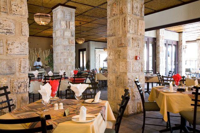 Rondreis Namibie Etosha Okaukuejo Camp restaurant