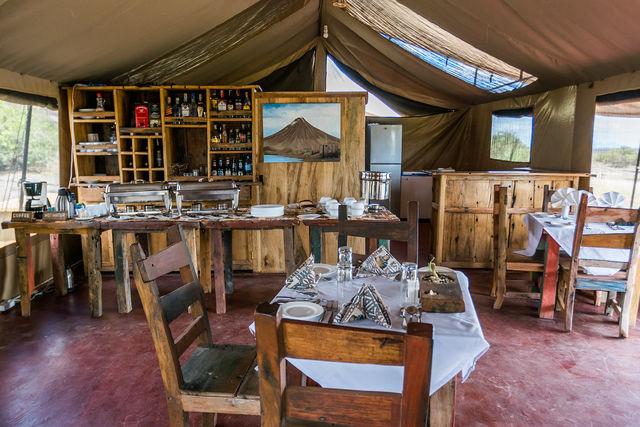 Rondreis Tanzania Lake Natron restaurant