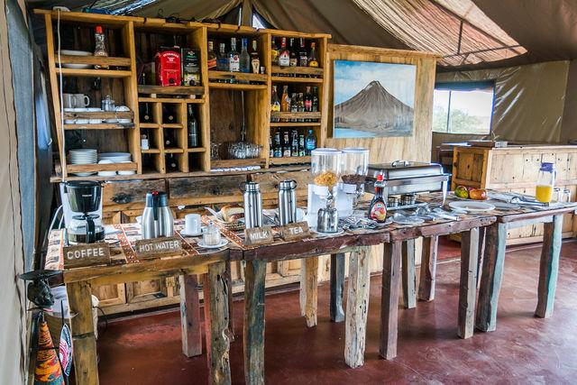 Rondreis Tanzania Lake Natron ontbijt