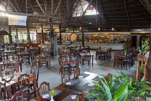 Rondreis Tanzania Reef and Beach Resort Zanzibar restaurant