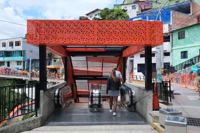 Rondreis Colombia Medellin roltrap Comuna 13