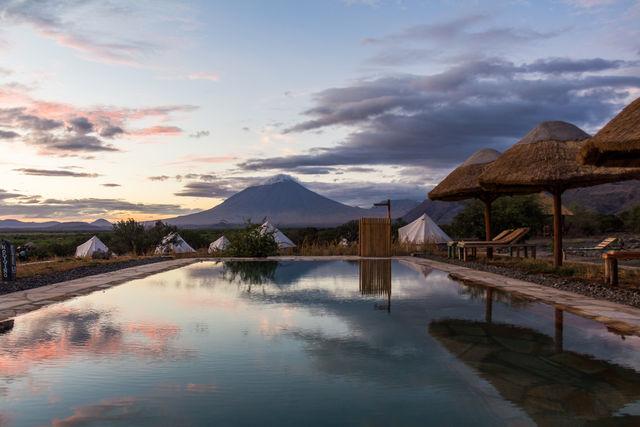 Rondreis Tanzania Lake Natron zwembad