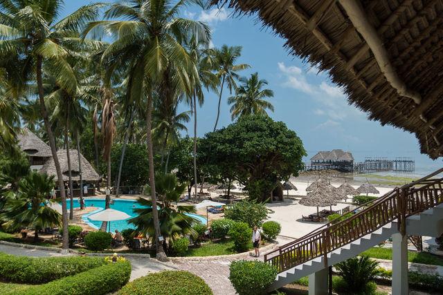 Rondreis Tanzania Reef and Beach Resort Zanzibar tuin
