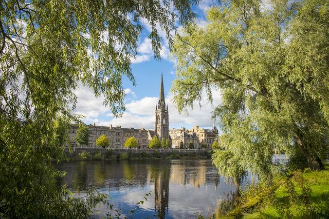 Rivier kerk Perthshire Schotland